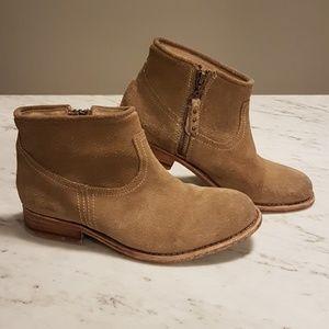 Hinge Sabor short suede boot
